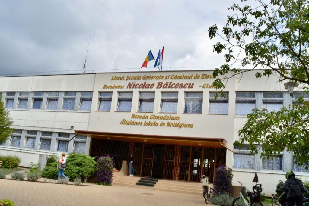 """Universitatea din Oradea se promovează la Liceul """"Nicolae Bălcescu ..."""