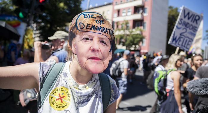 STOP CORONAVIRUS DISINFORMATION! Falsa legitimare a mișcării anti-COVID la Berlin