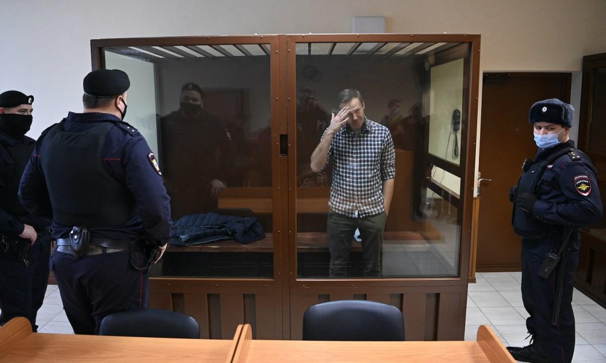 "Cazul Navalnîi. ""Competența"" FSB-ului și ping-pong-ul narativ al Kremlinului: uite otrava, nu e otrava!"